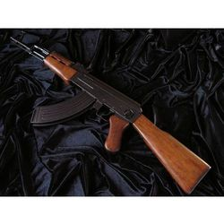 CENIONY I NIEZAWODNY AK-47 KARABIN KAŁASZNIKOW