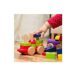 Foto naklejka samoprzylepna 100 x 100 cm - Ręka dziecka gry z zabawki drewniane