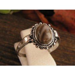 ROBERTA - srebrny pierścionek z krzemieniem pasiastym