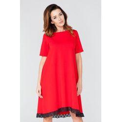 Czerwona Sukienka w Kształcie Litery
